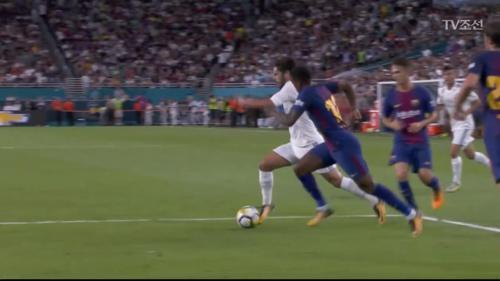 동점 골을 위해 바르셀로나의 골문을 위협하는 이스코!