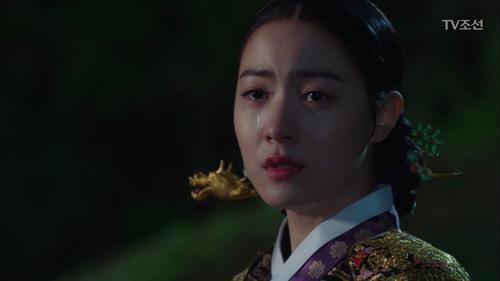 """궁을 탈출하는 류효영 """"전하를 이리 두고 가도 되는것인가"""""""