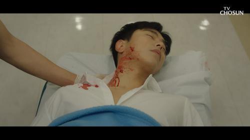 충격!! 김사랑 대신 깨진 유리에 찔린 윤현민😨 TV CHOSUN 20210117 방송