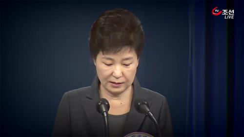 박 前대통령 소환 'D-1'…치열한 수싸움 예고