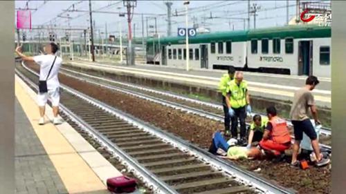 이탈리아 열차사고…비극 앞에서 'V 셀카'