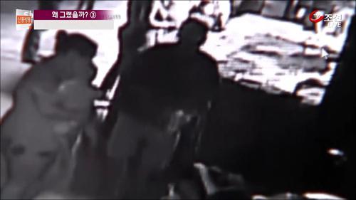 수족관에 나타난 3인조 상어 도둑