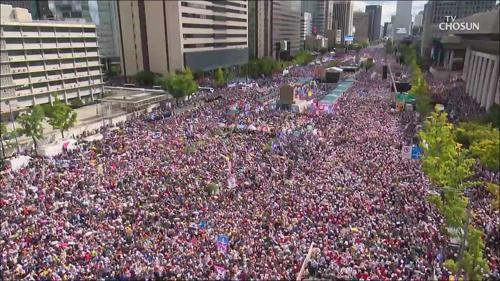 광화문에서 대학로까지...'文·조국 퇴진' 대규모 집회