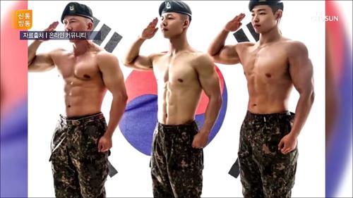 [이 사진 뭐지? ②] 군인도 '몸짱 달력'...판매 중단 이유?