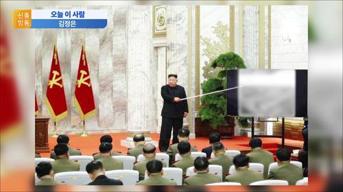 [오늘 이 사람] 22일 만에 재등장한 김정은…손목에 또 검은 점이?