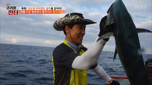 바로 물고기를 낚아올리는 코리아 헌터, 이상인!